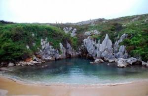 Playa de Gulpiyuri_